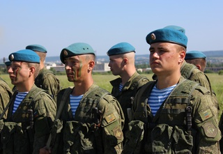 Президент России поздравил уссурийских десантников с Днем ВДВ