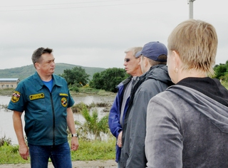 Зону паводка под Уссурийском посетил Губернатор Приморского края Владимир Миклушевский