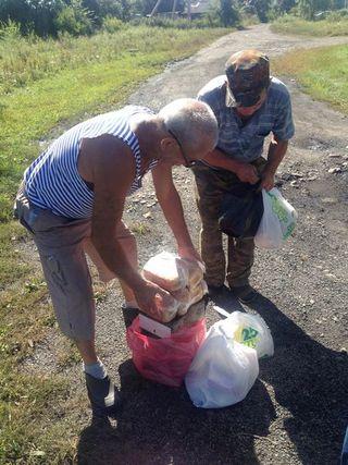Пострадавшие от тайфуна жители сёл УГО продолжают получать гуманитарную помощь