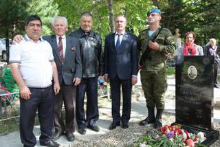 На городском кладбище Уссурийска состоялось открытие обновленного памятника герою
