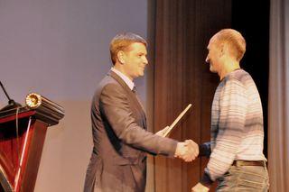 Уссурийск принимал поздравления и подарки в МЦКД «Горизонт»