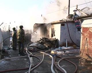 Во время тушения пожара в доме обнаружили газовые баллона