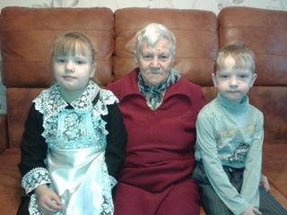Ветеран войны из Уссурийска принимает поздравления с Днем матери