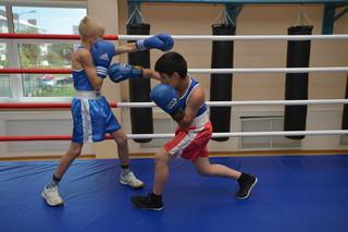 Уссурийские ребята побоксируют на открытом чемпионате Владивостока