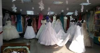 В Уссурийске приставы арестовали свадебные платья