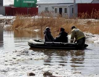 Работы по откачке воды с придомовой территории на ул. Новоникольский проезд, 10-а идут полным ходом