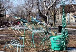 В скверах и парках Уссурийска будет отремонтировано и покрашено 120 скамеек