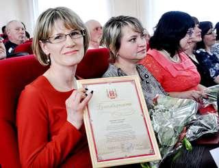Работников сферы ЖКХ отметили грамотами и благодарностями в Уссурийске