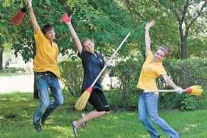 Летнее время уссурийские подростки могут провести с пользой