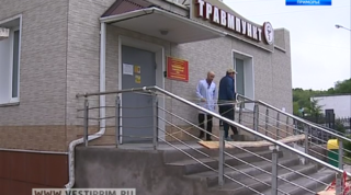 На входе в травмпункт Уссурийска ко Дню медицинского работника построили новое крыльцо с пандусом