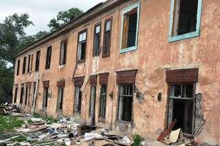 Еще один аварийный дом пошел под снос в Уссурийске