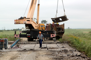 Дорожники Приморья приступили к демонтажу аварийного моста на трассе Уссурийск-Пограничный