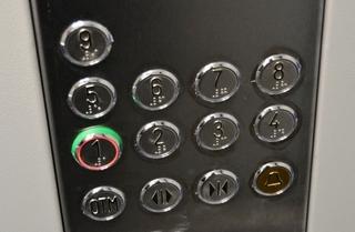 Новые энергосберегающие лифты устанавливают в Уссурийске