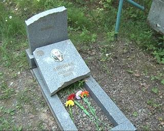 Вандалы разбили памятник участнику Великой Отечественной войны