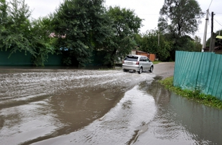 Откачка воды с подтопленных домов в Уссурийске завершается