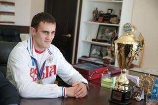 Павел Серебряков поздравил победителя Чемпионата Европы по кикбоксингу из Уссурийска