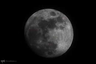 Фотографы засняли пролет МКС по диску огромной Луны над Приморьем