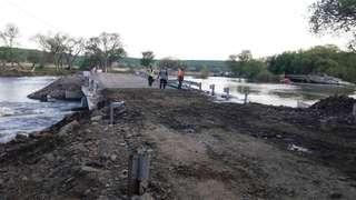 Движение по временной переправе через реку около села Кроуновка открыто для грузового транспорта