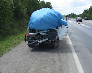 В страшной аварии при столкновении двух грузовиков погибла женщина