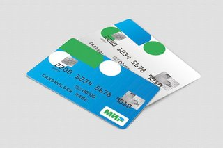 Пенсионерам начали выдавать карты национальной платежной системы «МИР»