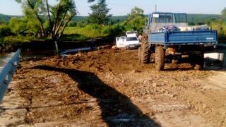 Дорожники восстанавливают проезд к селу Кроуновка