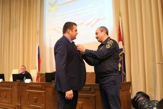 МЧС наградило мужчину, спасшего ребенка на озере в Уссурийске