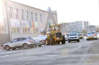 На дорогах Уссурийска с раннего утра работают более 20 единиц техники