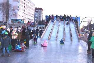 Ледовые фигуры и горки новогоднего городка останутся на центральной площади Уссурийска до конца января