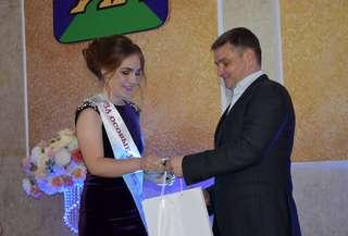 Чествование выпускников, окончивших школу с медалью, состоялось в Уссурийске