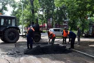 Работы по ямочному ремонту дорог в Уссурийске продолжатся сразу после дождей