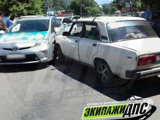 В Уссурийске пьяный рулевой «Жигулей» протаранил Toyota Prius