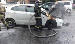 В Уссурийске загорелся автомобиль