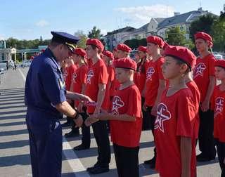 Более 200 уссурийских школьников вступили в ряды военно-патриотического движения «Юнармия»