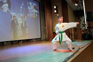В Уссурийске сын инспектора ПДН удивил студентов приемами каратэ