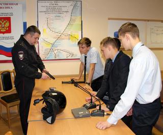 В Уссурийске сотрудники транспортной полиции провели «Урок мужества» для  учеников  интерната