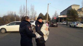 В Уссурийске транспортные полицейские изъяли из семьи годовалую девочку