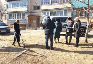 В Уссурийске обследуют дворы, которые вошли в губернаторскую программу «1000 дворов»