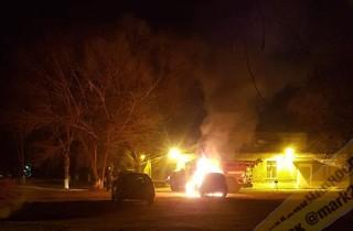 На территории городской больницы Уссурийска сгорел автомобиль