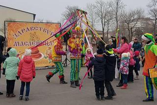 Шутками, плясками и русскими народными играми встретили второй день Масленицы в Уссурийске