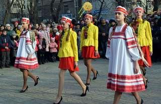 Праздник с угощениями, песнями и танцами, посвященный третьему дню Масленицы, состоялся в Уссурийске