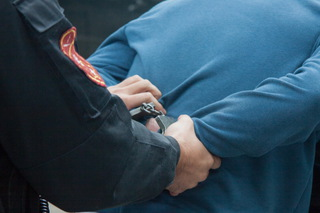 В Уссурийске избили и отобрали телефон у таксиста