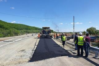 Подходы к мосту в Кроуновке начали асфальтировать