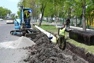 В Уссурийске продолжается замена дефектных люков, решеток и плит перекрытия на ливневой канализации
