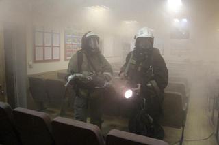 Пожарные Уссурийска спасли полицейских в задымленном здании