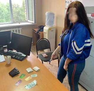 Жительница Уссурийска попалась на краже денежных средств и банковских карт