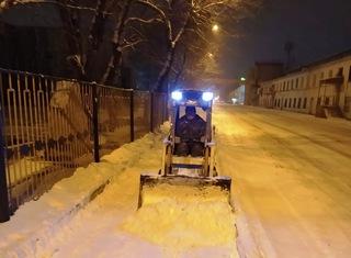 На дорогах и тротуарах Уссурийска ночью было задействовано 42 единицы техники