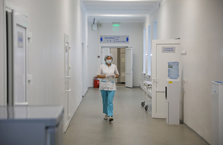 Двое детей и студентка заболели коронавирусом в Приморье