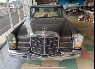 В Приморье за 18 миллионов рублей продают раритетный Mercedes