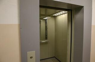 Менять лифты в домах Уссурийска начнут в октябре