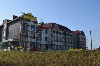 В новом детском саду в Радужном приступили к внешней отделке здания
